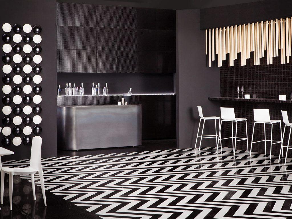 carrelage-geometrique-blanc-noir-sol-cuisine