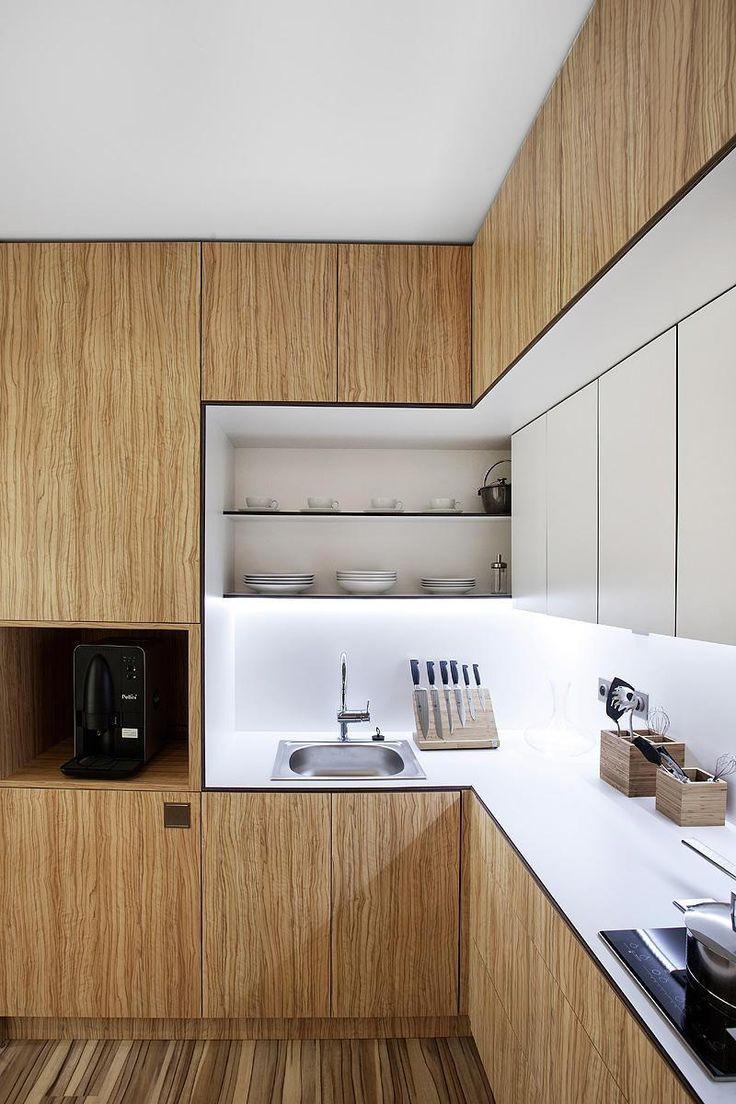 cuisine-bois-contemporaine-plan-travail-blanc