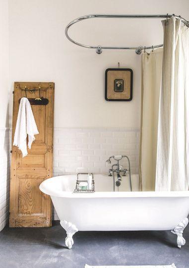 salle-de-bain-miroir-baignoire-retro