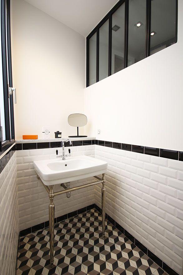 salle-de-bain-retro-carrelage-geometrique