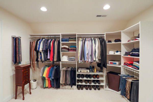 Dressing réalisé sur-mesure pour ranger ses vêtements et ses chaussures