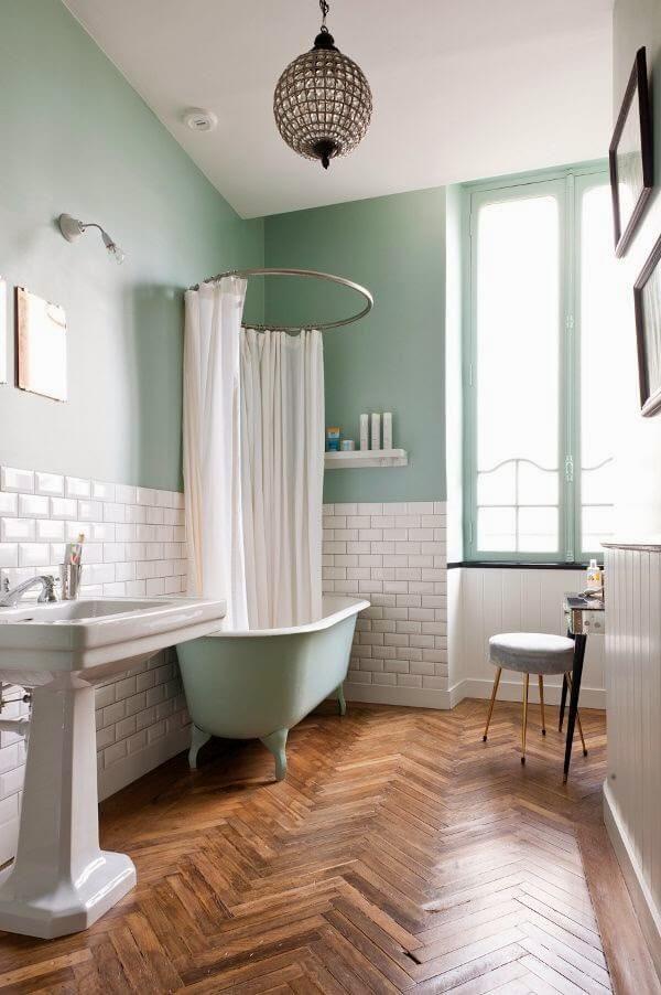 salle-de-bain-baignoire-vasque-retro
