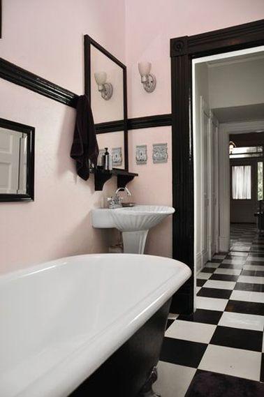 salle-de-bain-retro-carrelage-damier
