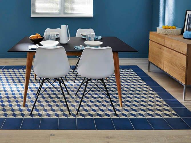 carrelage-geometrique-bleu-parquet-salle-a-manger