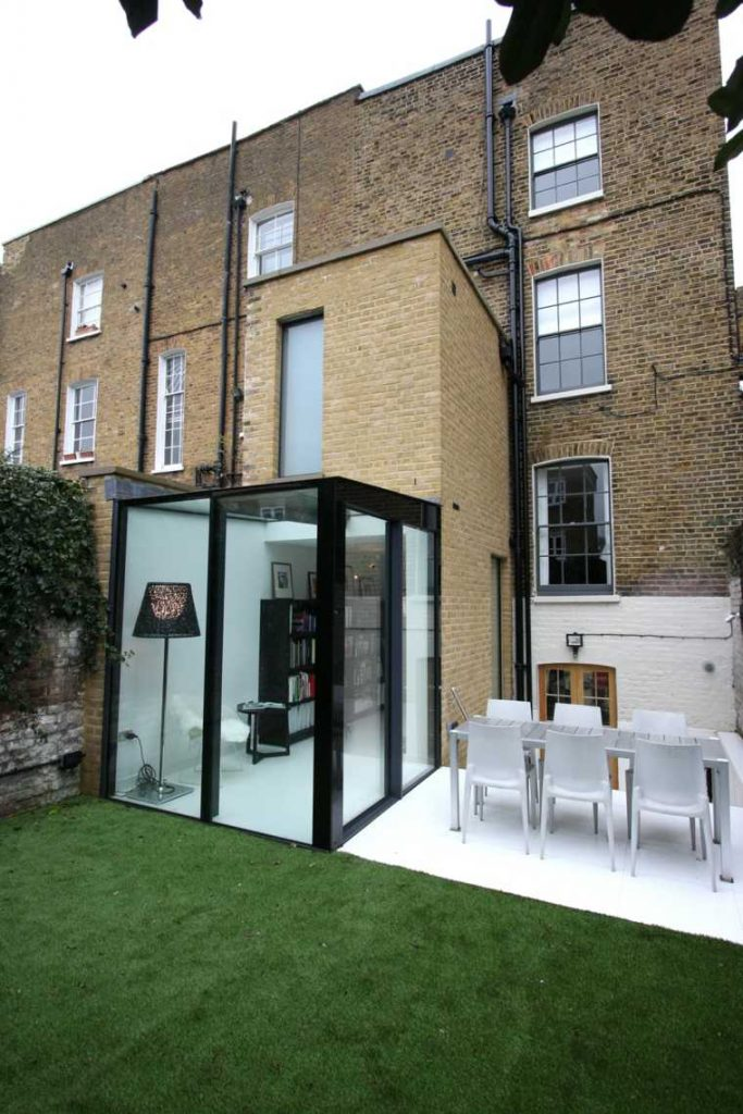 agrandissement-maison-petite-extension-en-verre