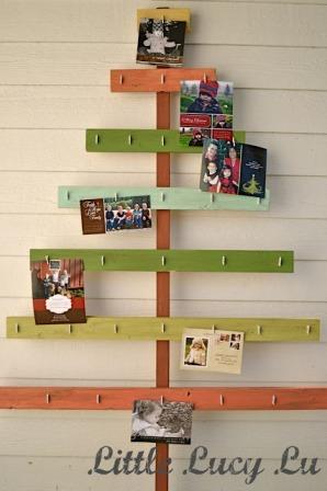 Un arbre de noël tout simple réalisé avec 6 petites planches de récup' peintes et des accroches photos