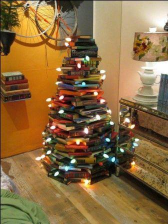 "Arbre de noël ""pyramide de livres"""